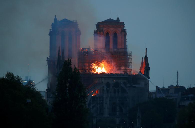 آتشسوزی کلیسا نوتردام