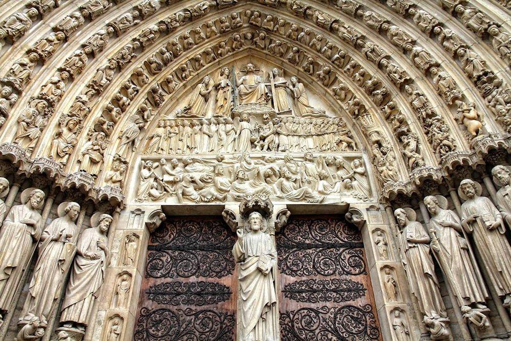 درب ورودی کلیسا نوتردام
